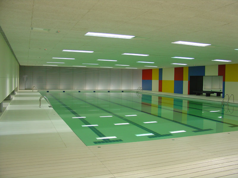 Piscina de la piscina cubierta de bertamir ns ames for Construccion de piscinas en galicia