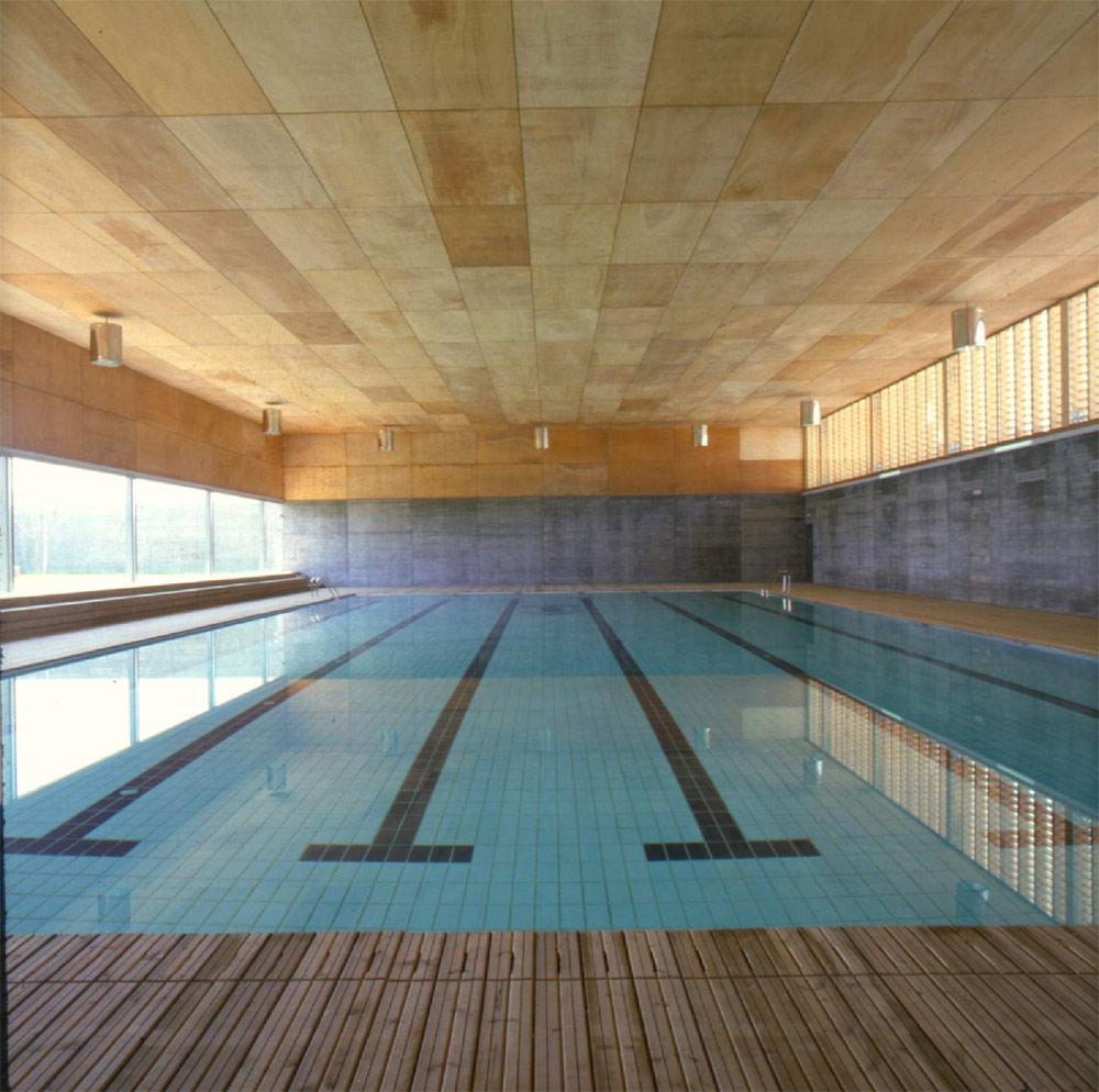 Piscina cubierta climatizada en laracha construcciones for Gimnasio y piscina